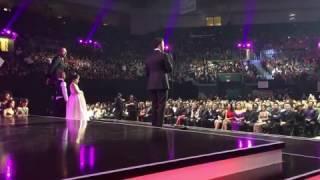 Luis Fonsi recibe premio espíritu de la esperanza billboard en vivo 2017